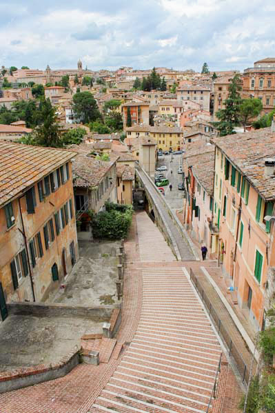 Perugia da scoprire acquedotto - Travel Free From