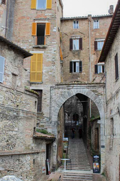 Perugia da scoprire scorcio acquedotto - Travel Free From