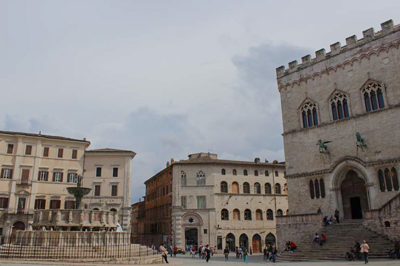 Perugia da scoprire piazza IV novembre - Travel Free From