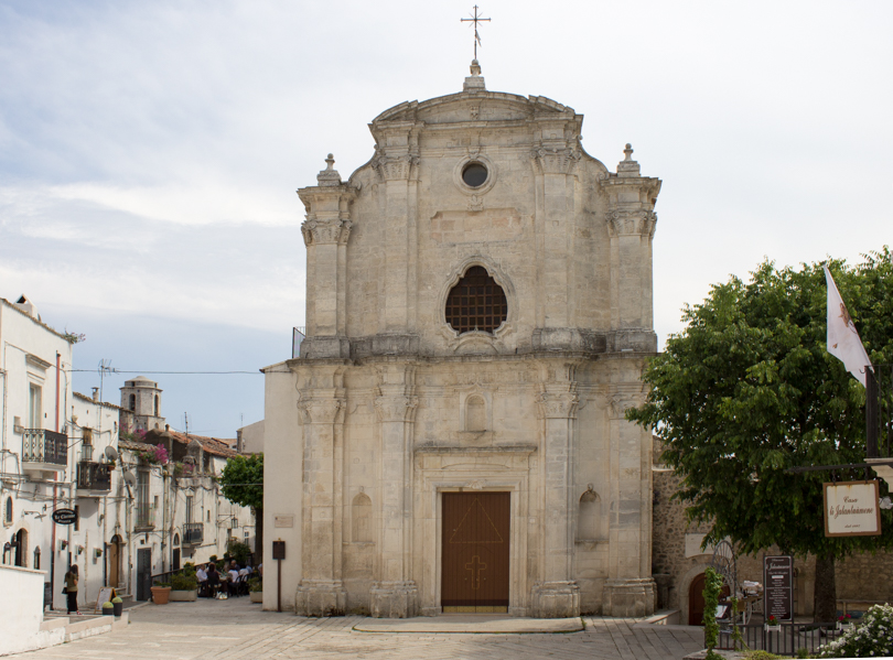 Monte Sant'Angelo-chiesa-Travel-Free-From