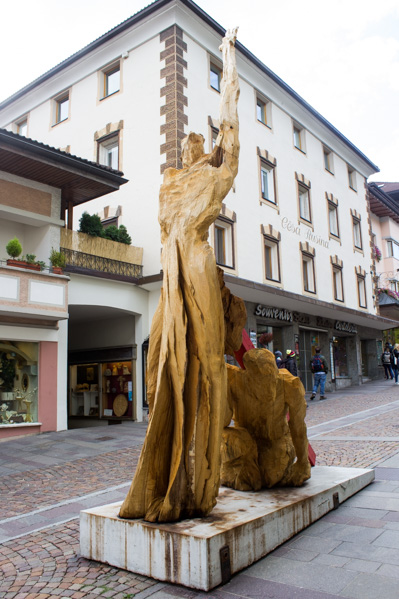 Ortisei a Natale sculture legno - Travel Free From