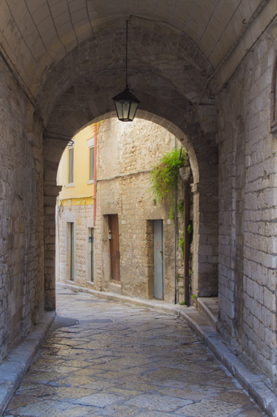 Trani da scoprire porta antica - Travel Free From