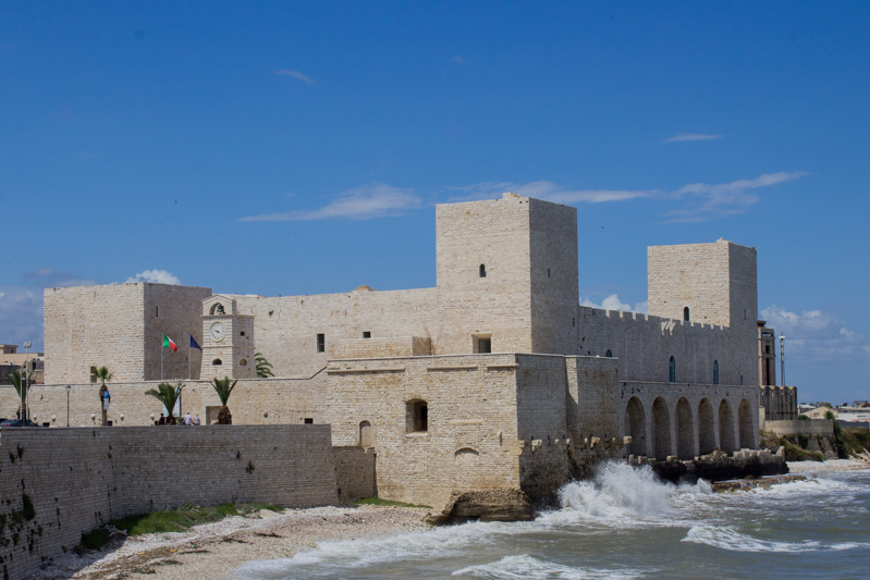 Trani da scoprire castello svevo - Travel Free From