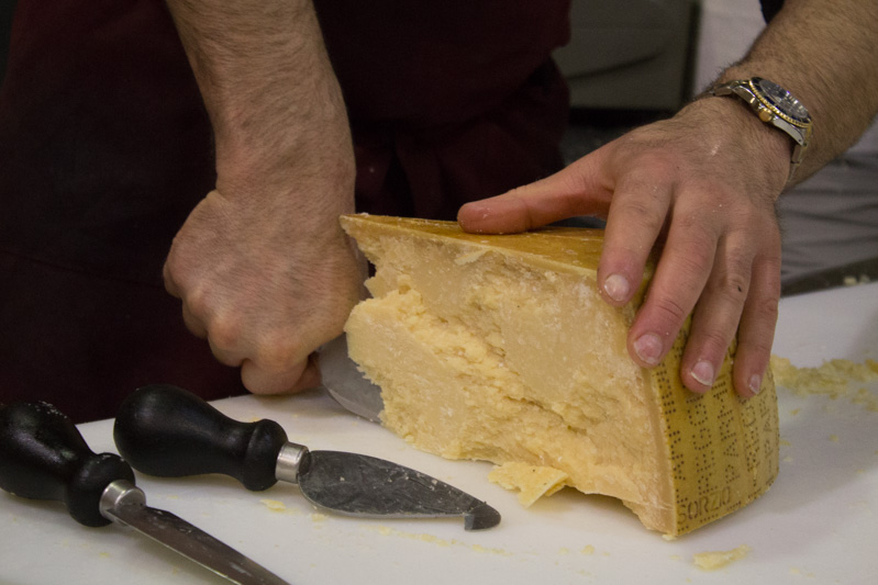 Mercanteinfiera di Parma formaggio - Travel Free From