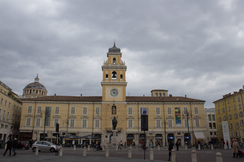 Mercanteinfiera di Parma piazza - Travel Free From