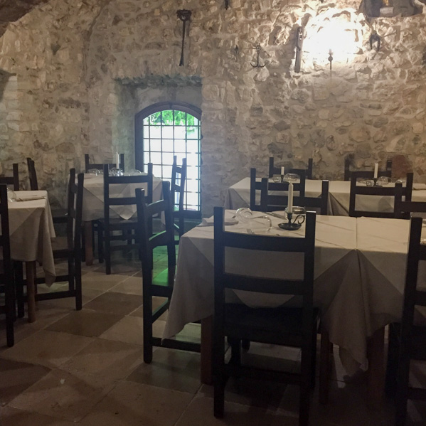 tavoli osteria al duomo vieste - Travel Free From