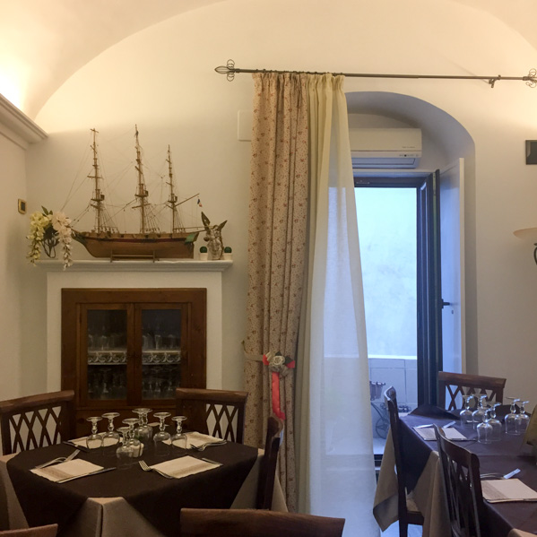 Interni osteria Monte Sant'Angelo - Travel Free From
