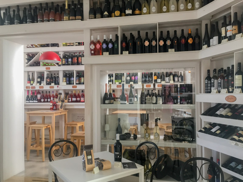 Cantine Cippone - Travel Free From