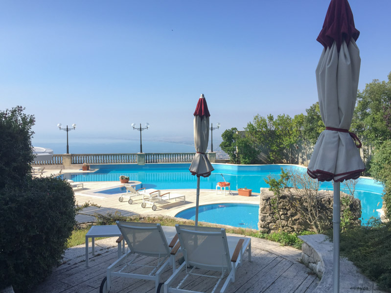 Piscina panoramica Monte Sant'Angelo - Travel Free From